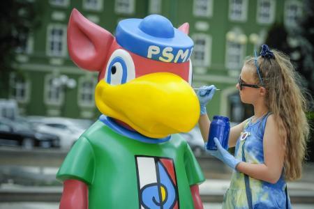 Gryfus w barwach szkoły na 75 urodziny Szczecina